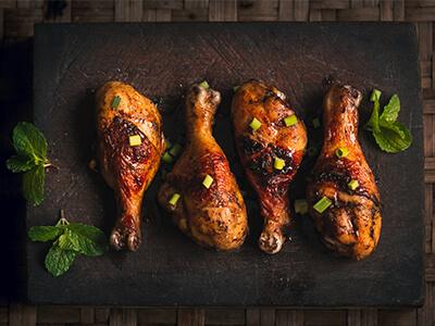مرغ باربیکیو همراه با سس کنجد باربیکیو